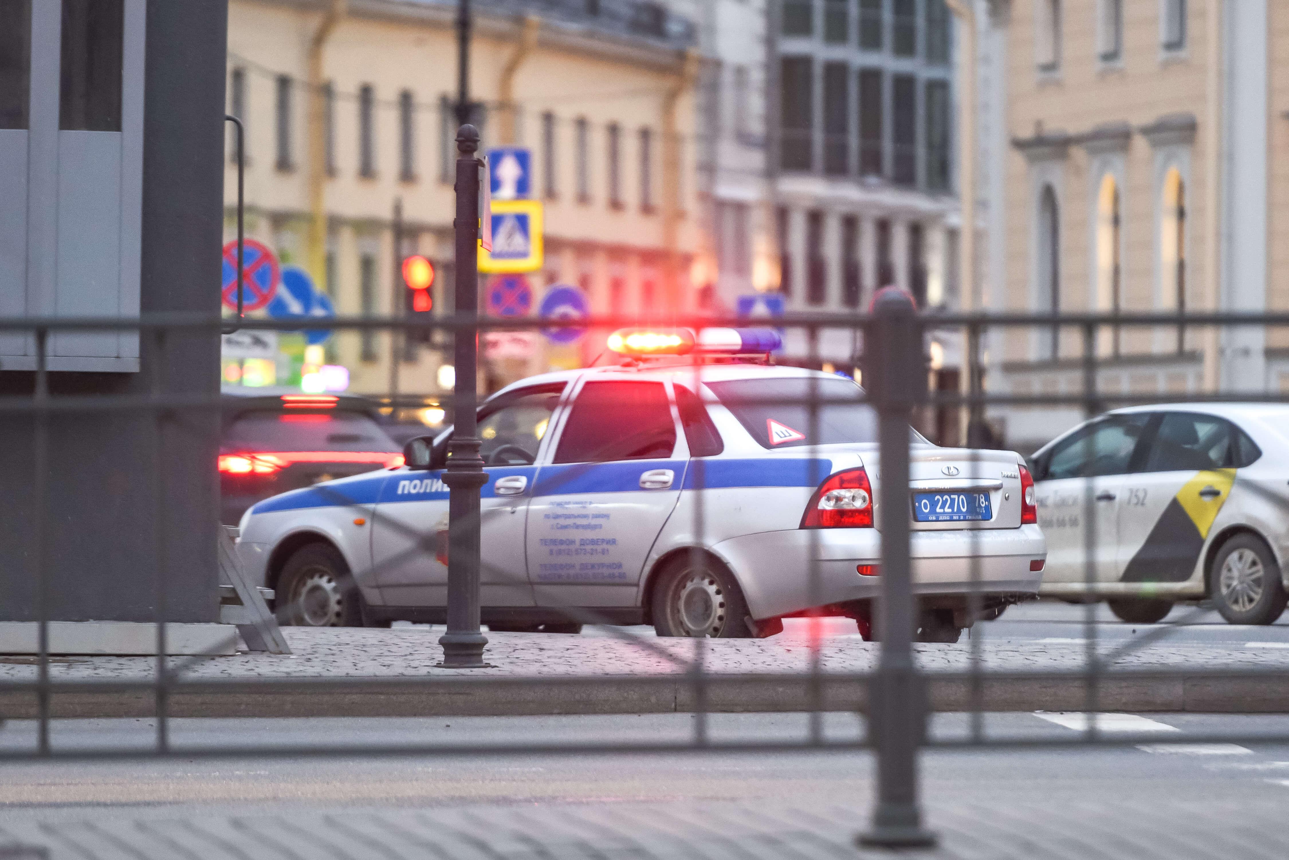Имеет ли право полиция без причины ломать дверь в торговой точке